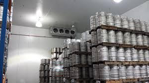 Large coolroom for the storage of large number of beer kegs stacked on palletts