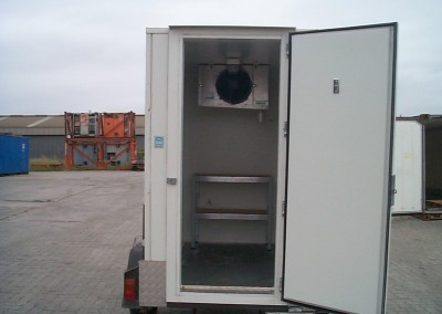Our mobile cool rooms are equipped with heavy duty magnetic doors