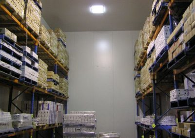 Cool room for housing a wide variety of food products