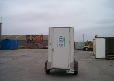 Mobile cool room for hire with the plant mounted on the trailer